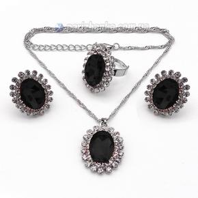 Набор: цепочка с кулоном, серьги, кольцо